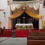 santiago 2015 woman praying at altar