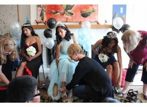 quince 2017_putting on shoes